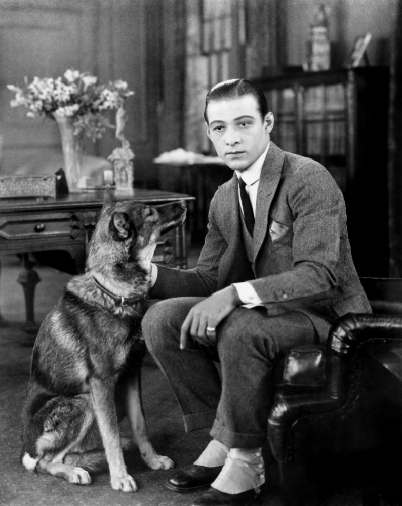 Celebrities of the 20s rudolf valentino rae summers for Classic house voices